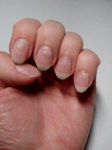 Шаг 3. Наносим гель на ногти